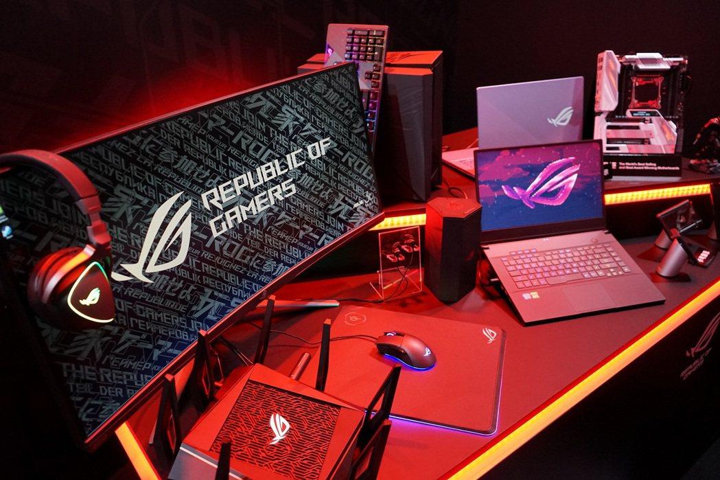 ROG玩家共和國日前在東京電玩展現場展示多款極致效能與體驗的電競裝備。  華碩/...