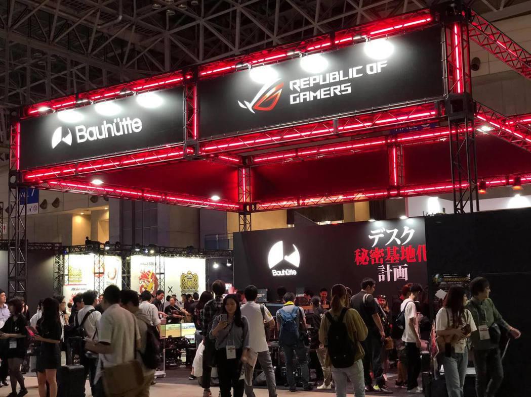ROG玩家共和國與知名電競傢俱品牌「Bauhutte」合作,於東京電玩展共同Sh...