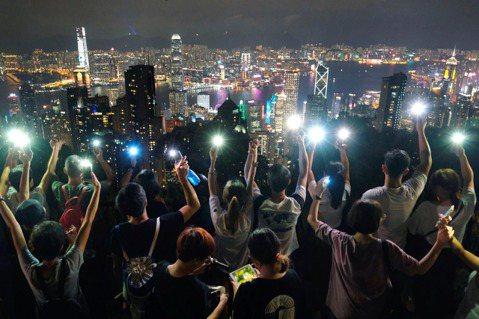 吳易叡/〈願榮光歸香港〉——此刻便是煲底,每個人都是號角