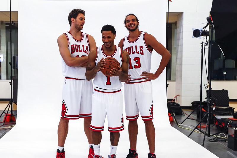 羅斯(中)在最新出版自傳中表示,自己籃球生涯中交到最好朋友是前隊友諾亞(右)。 ...