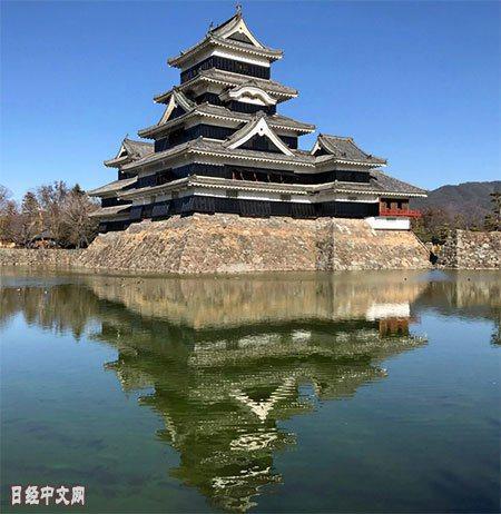 松本市的松本城 取自日經中文網