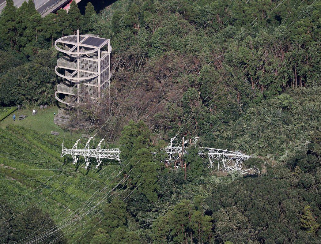 強風侵襲之下,更導致當地君津市山區的2座電塔和84柱電線桿倒塌、縣內各地區約有2...