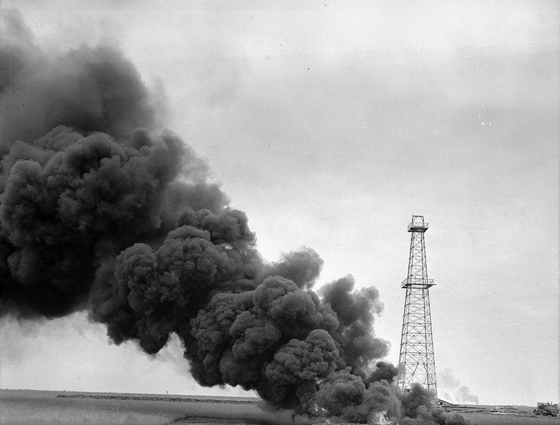 阿拉伯油井14日遭無人機空襲,造成全球石油供應約5%的原油損失。(photo b...
