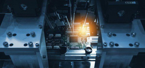 圖一 : PCB產業將持續朝高密度、高精度和高可靠性方向前進,不斷減少成本、提高...