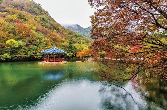 ▲韓國楓葉景點-內藏山。(圖/Tripbaa趣吧!亞洲自由行專家)