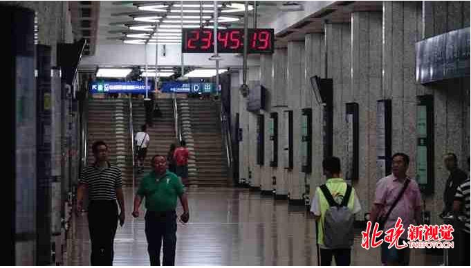 北京多個地鐵站臨時關閉,大批上訪民眾遭驅趕和抓捕。(北京新視覺)