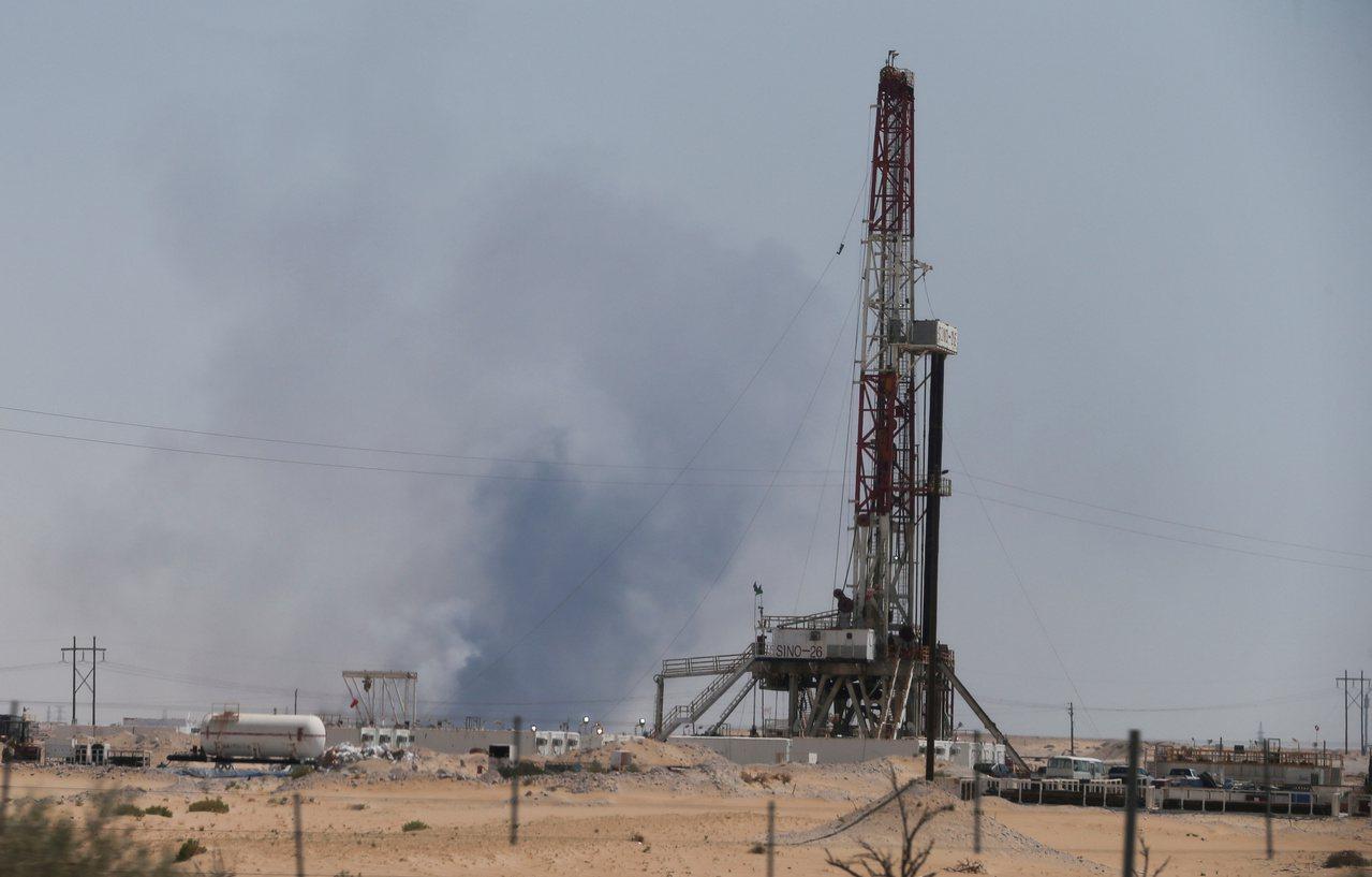 沙烏地阿拉伯國家石油公司的阿布蓋格煉油廠14日遭到攻擊。 路透
