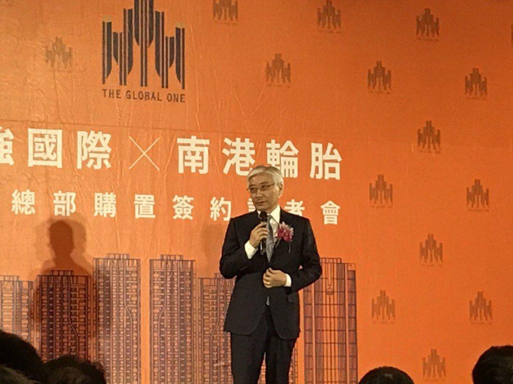 聯強總裁杜書伍於簽約儀式中致詞。記者蔡銘仁/攝影
