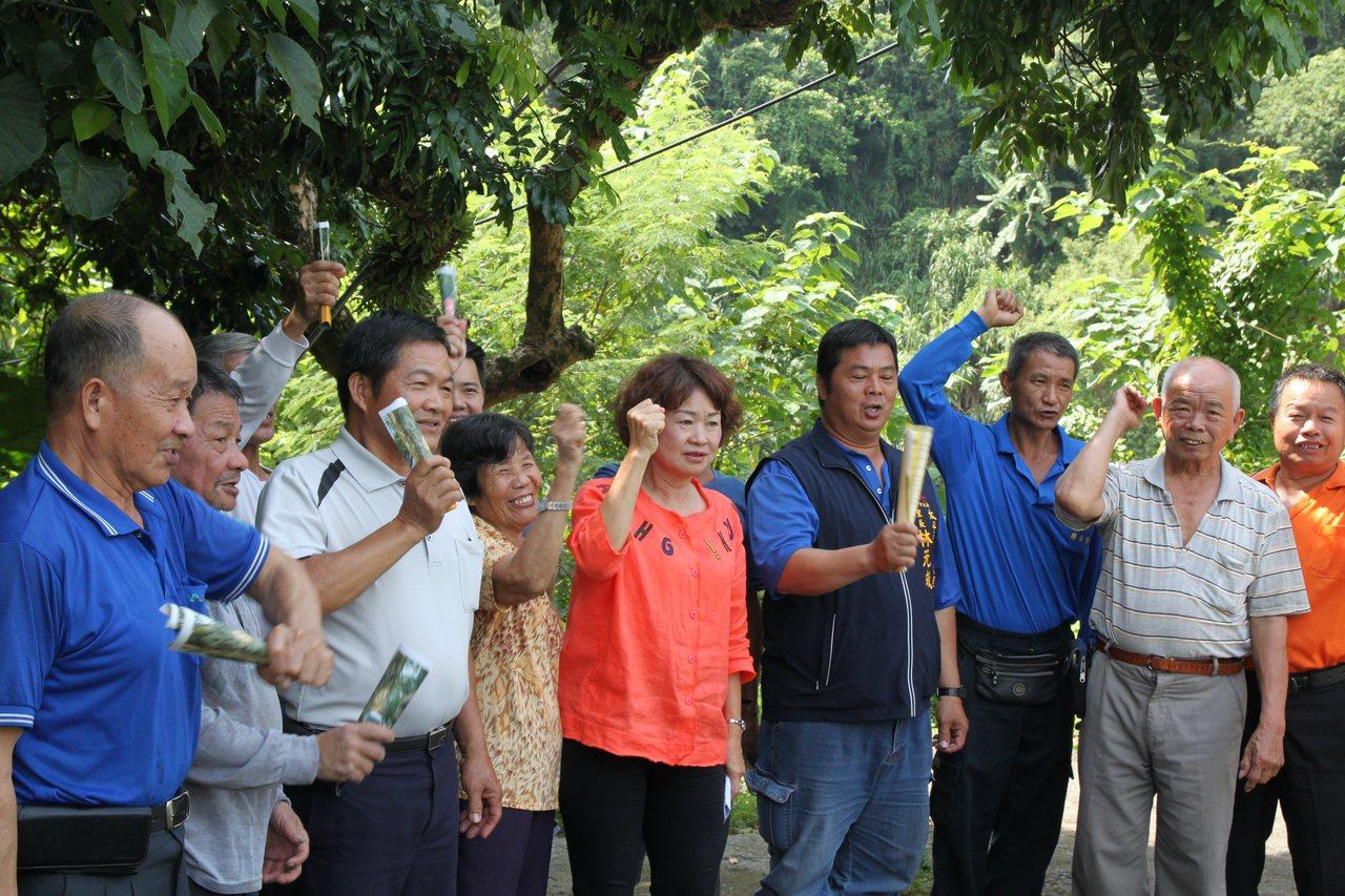 台中市太平的黃竹坑山區台灣獼猴出沒頻繁,嚴重影響農作,農民抱怨聲四起。記者黃寅/...