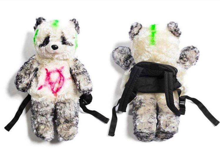 團團微風南山限定販售-VETEMENTS熊貓造型後背包,價格店洽。圖/團團提供