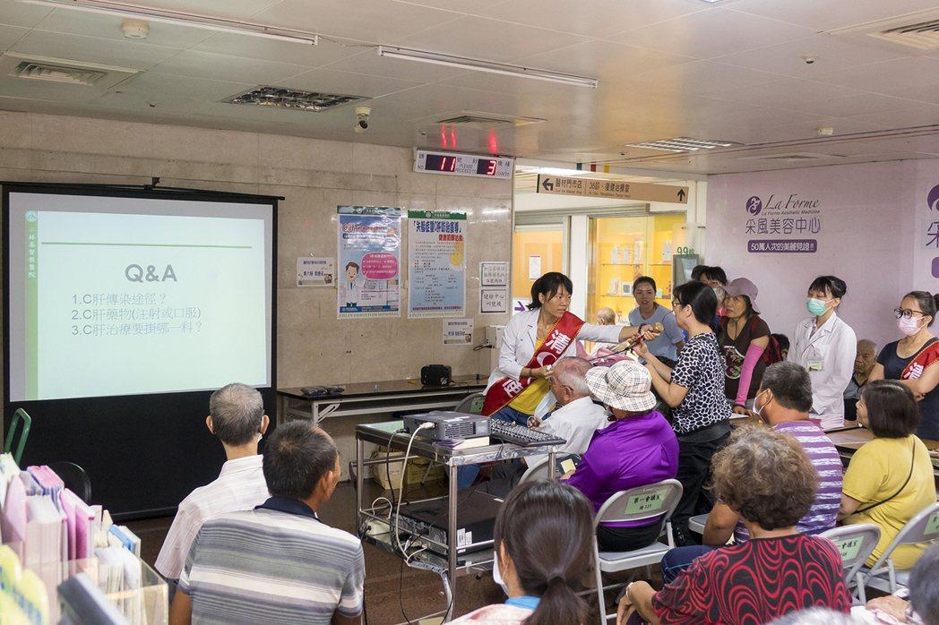二林基督教醫院舉行肝病有獎徵答活動,民眾參與熱烈。圖/二基提供