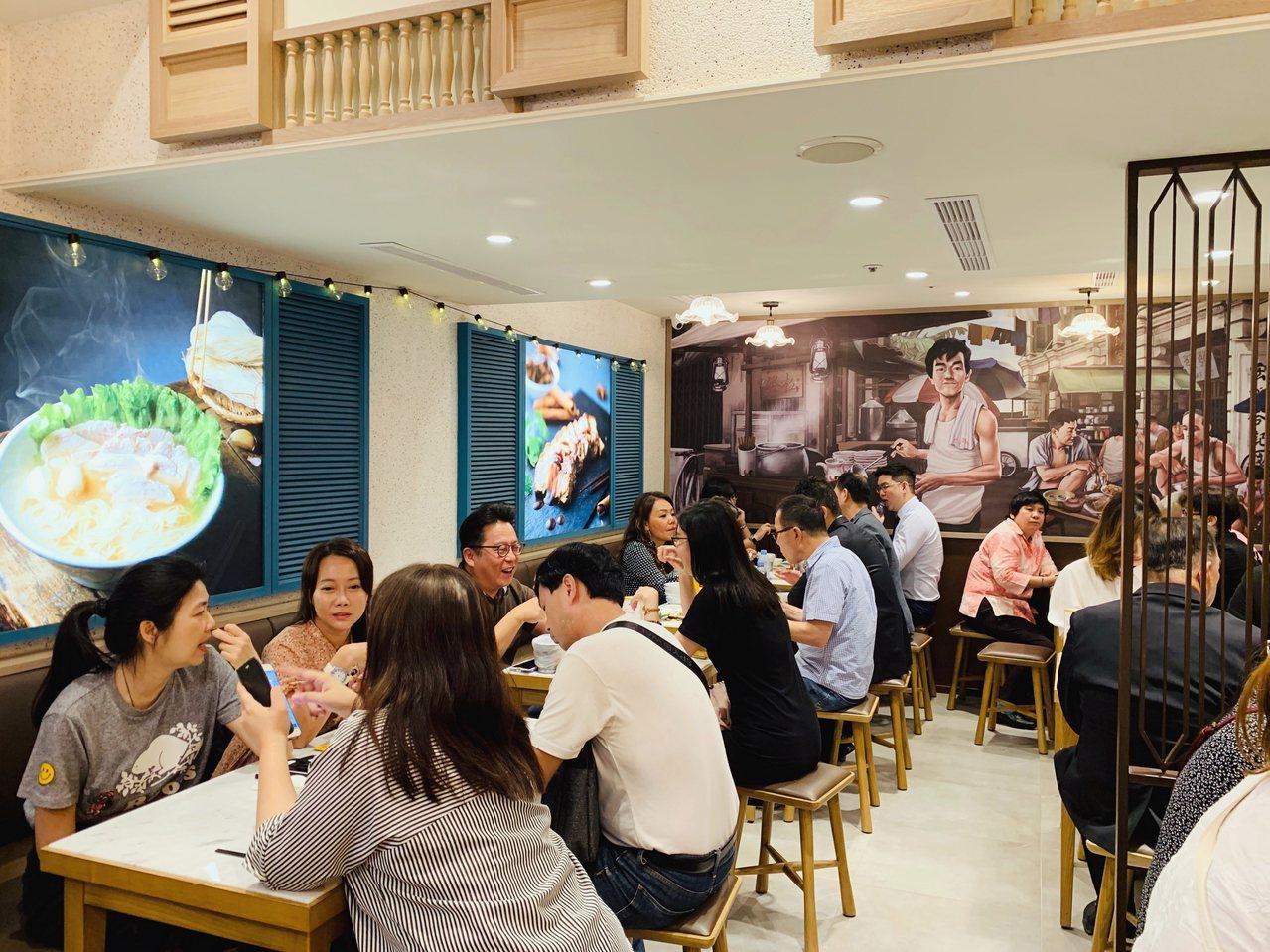 「松發肉骨茶」店面設計帶有早期南洋的懷舊風。記者張芳瑜/攝影