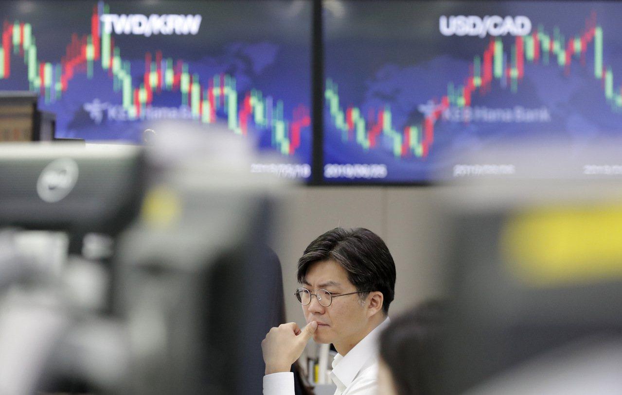 沙國油田及石油設施上周末遭襲,國際金融市場隨之震盪。美聯社