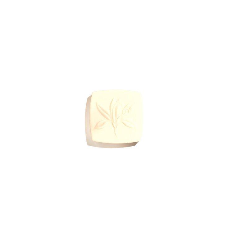 香奈兒奢華金燦賦活潔顏皂115g/3,050元。圖/香奈兒提供