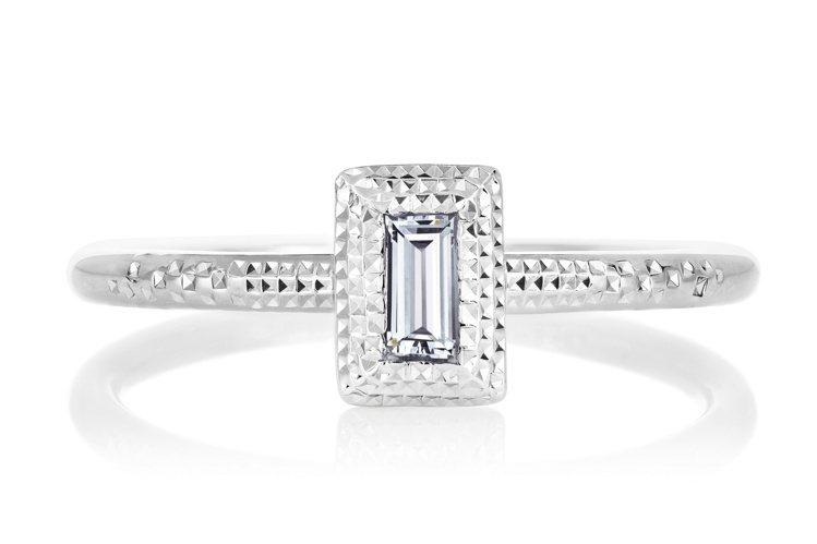 De Beers Talisman 18K白金單鑽戒指,飾有一顆約0.12克拉長...