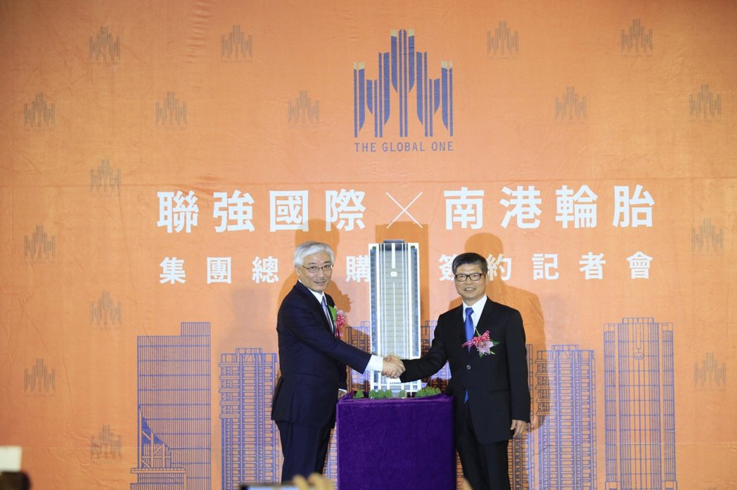 聯強國際總裁杜書伍(左)表示,市場覺得集團用每坪100萬元購入「世界明珠」辦公大...