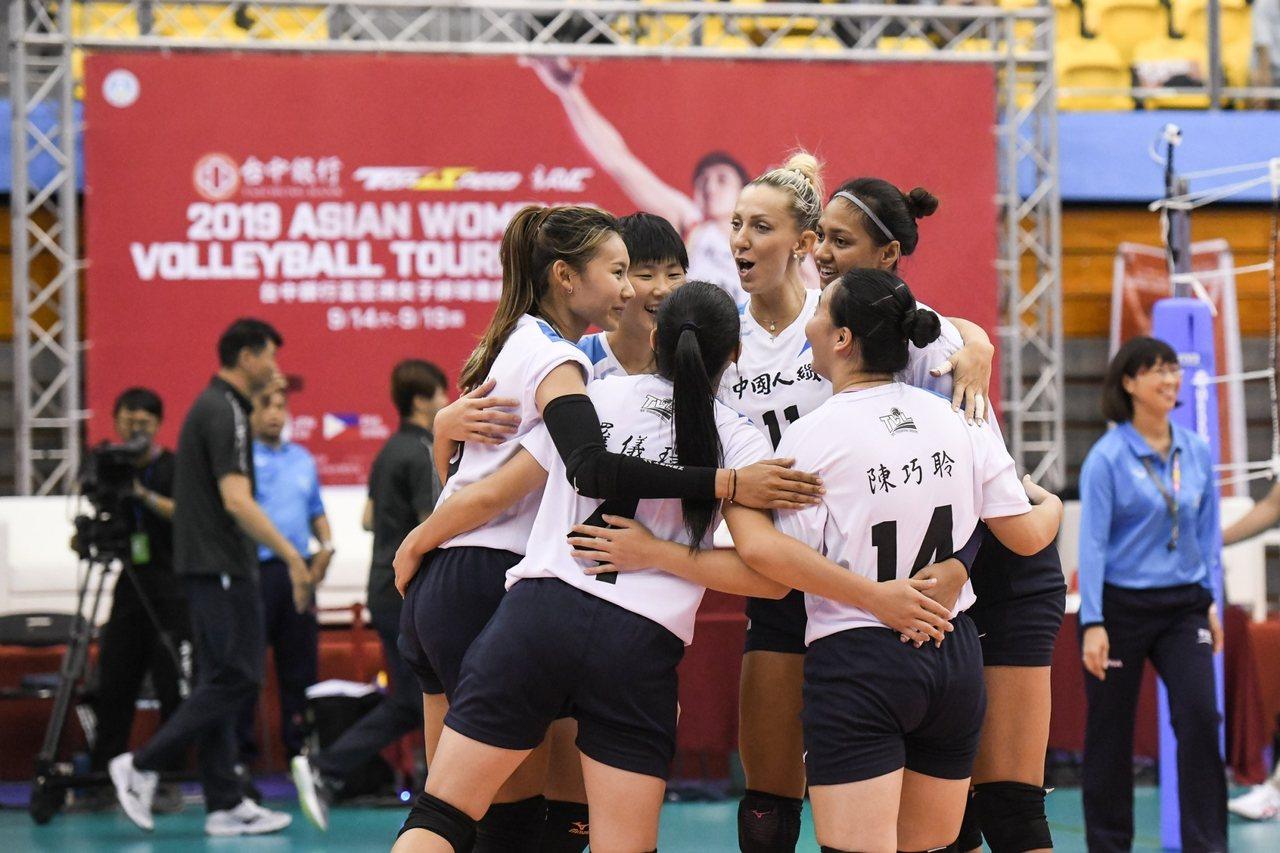 中國人纖隊今天迎接台中銀行盃亞洲女子排球邀請賽首勝。圖/中華排球協會提供