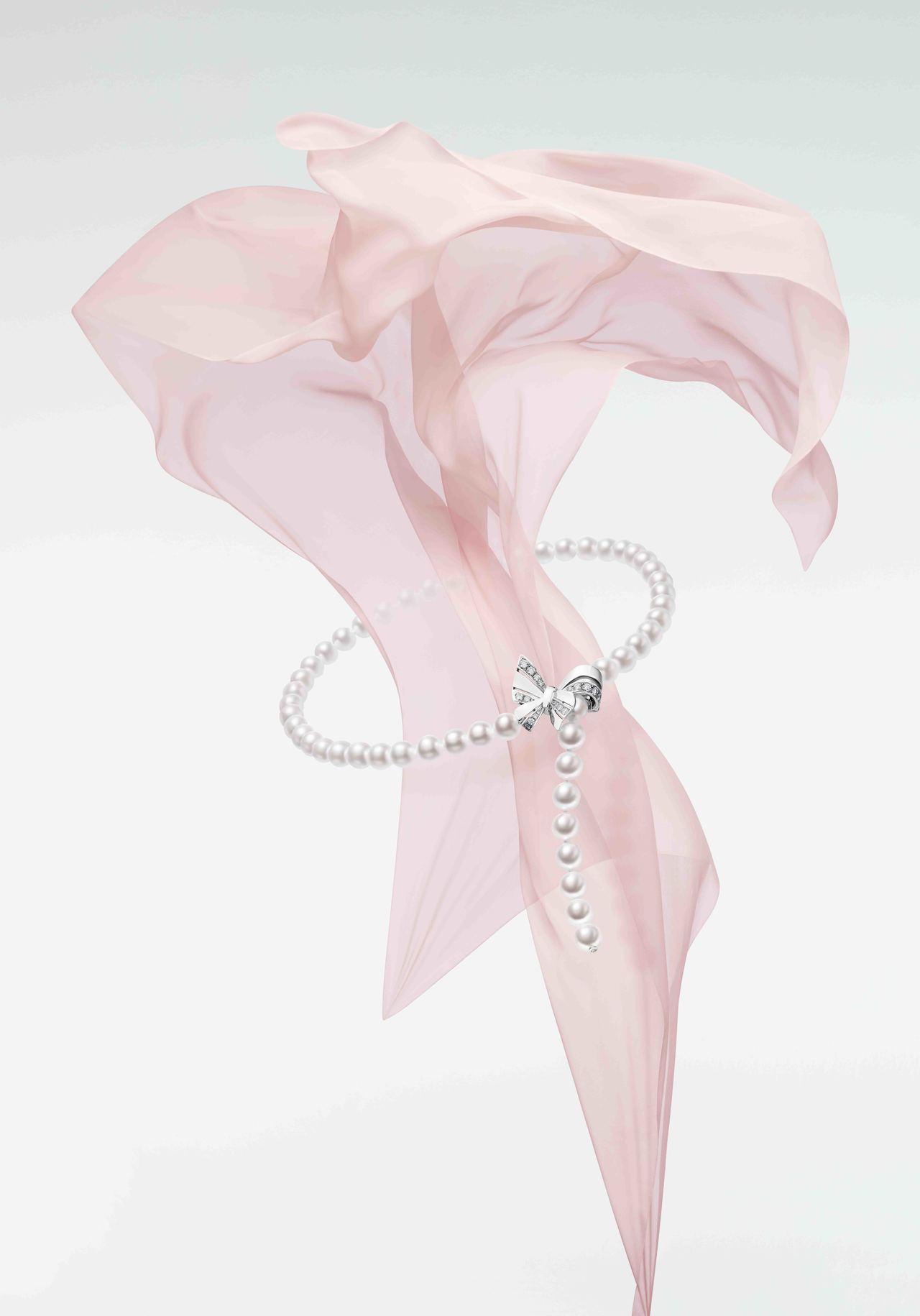Jeux de Rubans系列珠寶以珍珠鑽石呈現出緞帶娉婷縈繞的模樣。圖/MI...