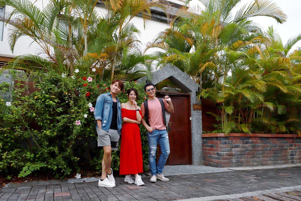 許仁杰(左起)、蘇晏霈、王燦拍「多情城市」到台東拍攝開場戲。圖/民視提供