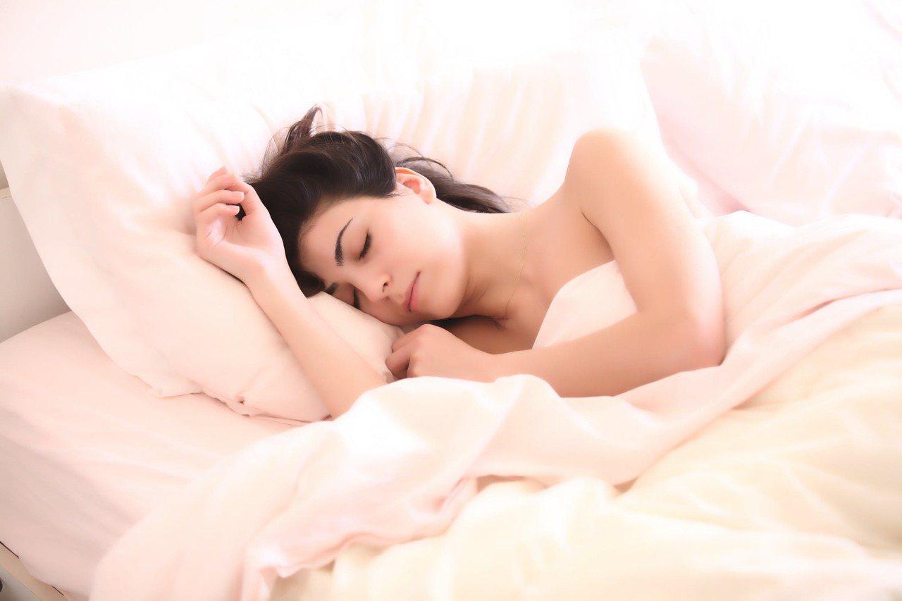 冬天養成好的睡眠習慣,讓身體健康滿分。圖/摘自 pexels