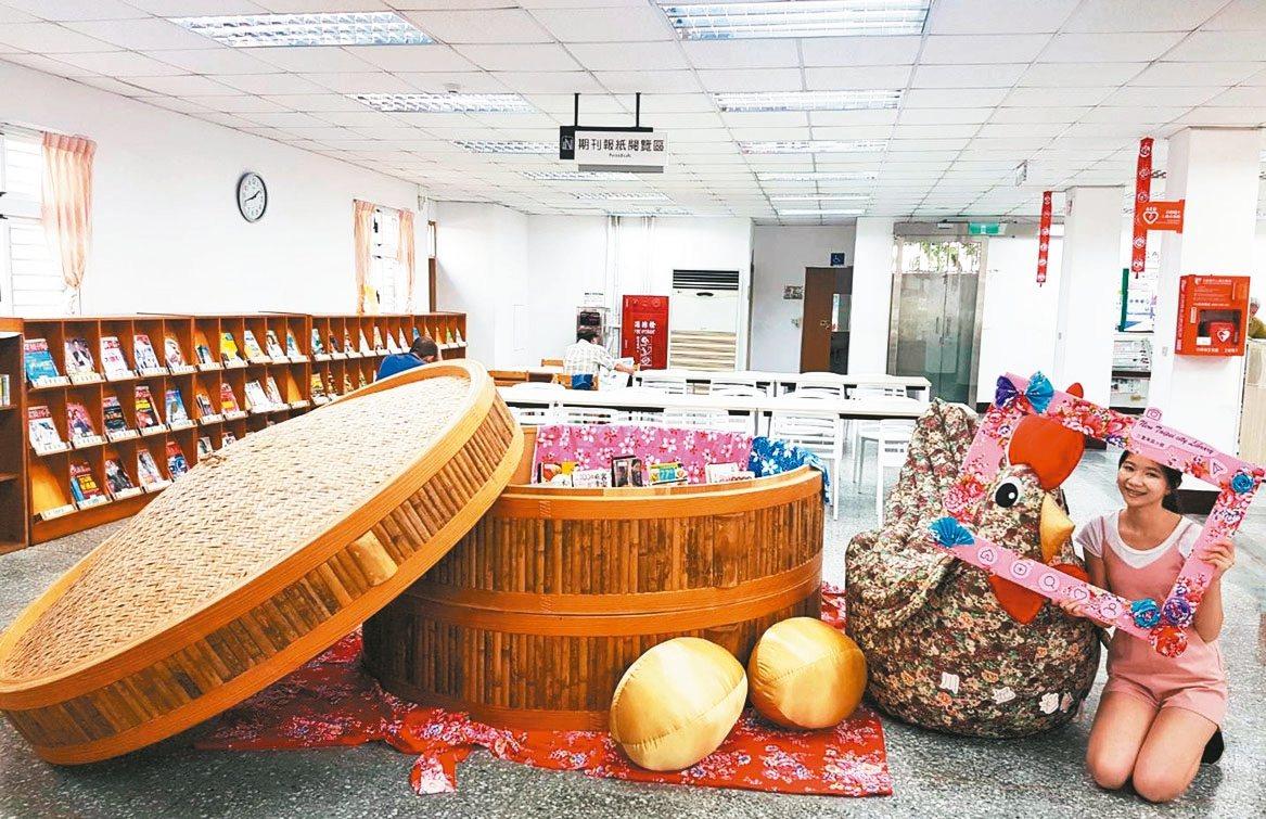 新北市立圖書館三重東區分館擺放直徑2.5公尺巨型蒸籠「書香宴」,及130公分高的...