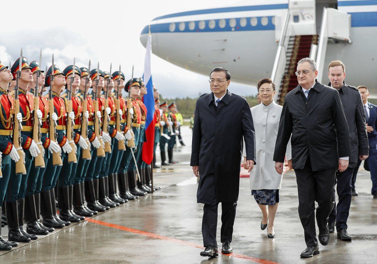 大陸總理李克強昨離京赴俄羅斯訪問,他表示目前中國經濟能夠保持6%以上的中高速增長...