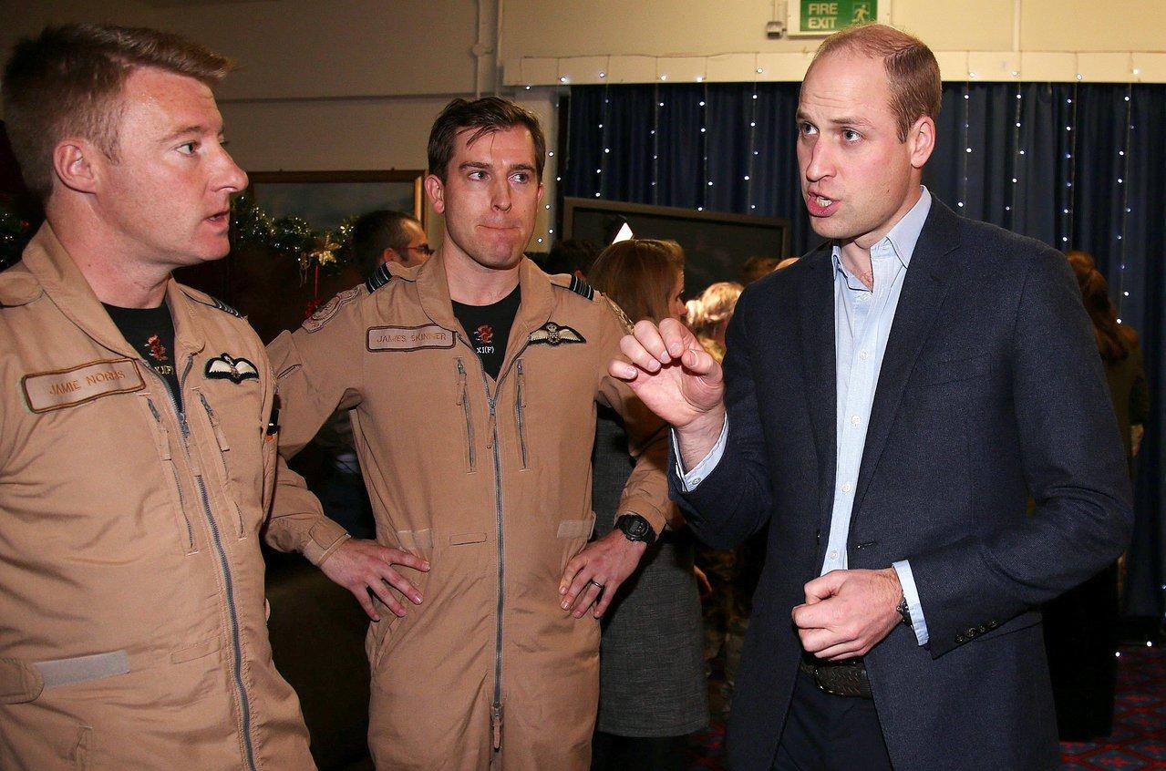 英國空軍自本月起廢除禁止蓄鬍令,引發爭議。圖為去年威廉王子訪問駐紮賽普勒斯的英國...