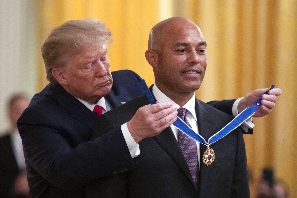 前洋基守護神李維拉今天前往白宮,領取美國總統川普授予的自由獎章,這是美國平民的最...