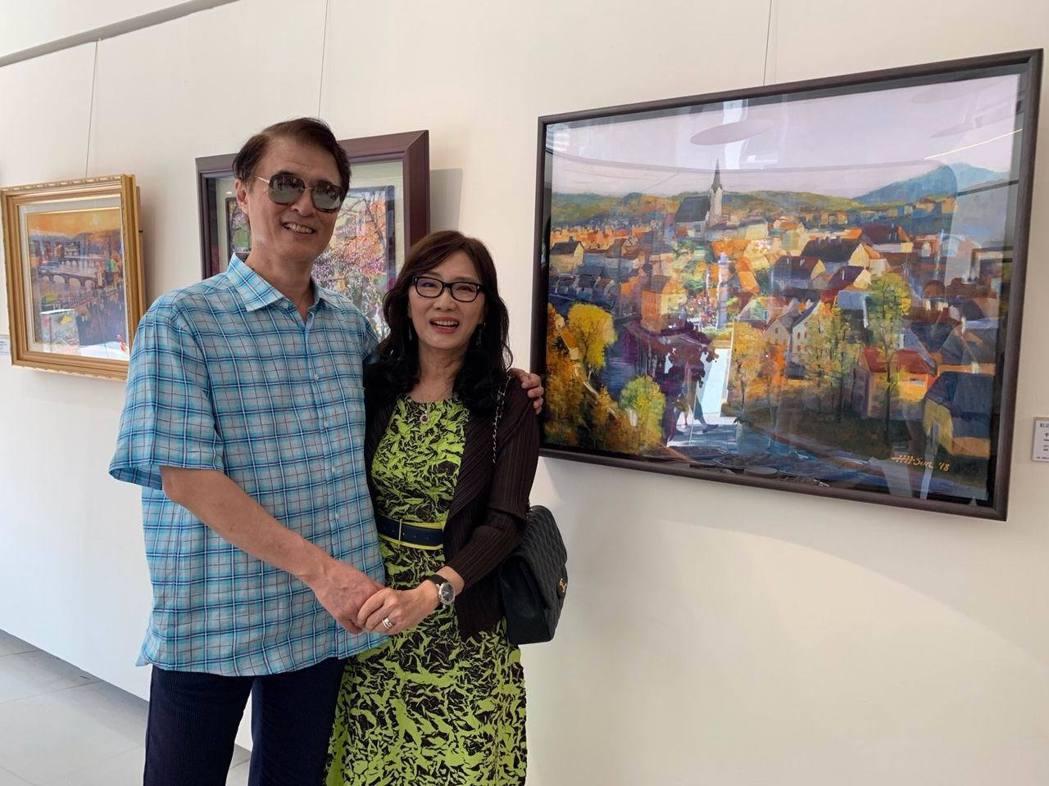畫家孫心皓(右)和夫婿威仲集團總裁萬海威博士,一同啟動富有創造力的退休生活。項家...
