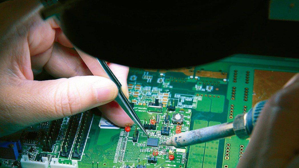 IC設計下半年營運受惠筆電拉貨潮。 本報資料照片