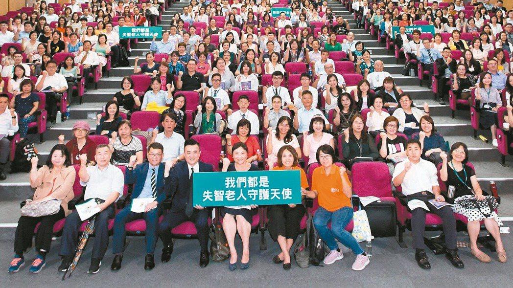 台灣人壽持續關注高齡議題,再度與弘道老人福利基金會合作,結合老人福利推動聯盟的失...