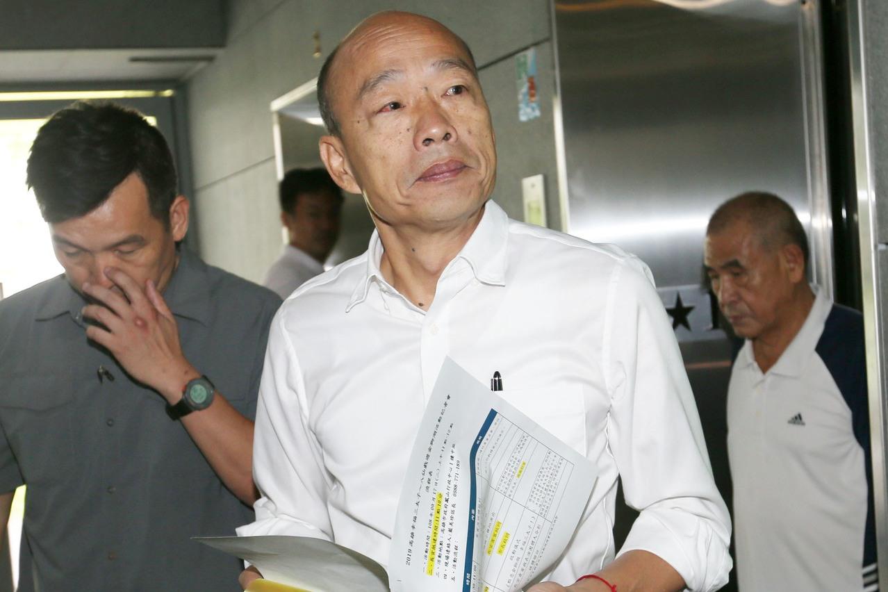 國民黨總統參選人韓國瑜競選辦公室表示,外交部有良好的傳統,不應做為政黨打擊對手的...