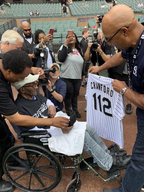 一名人瑞級白襪鐵粉,一直到112歲才首次踏進球場圓夢。 截圖自推特