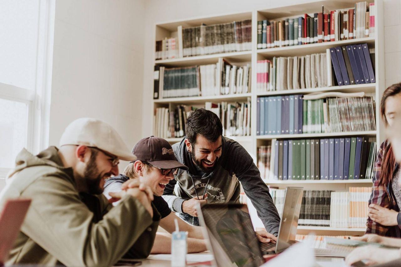 在提出加薪前,員工需要收集業內相同職位的薪酬資料作比較。圖擷自GrantTree...