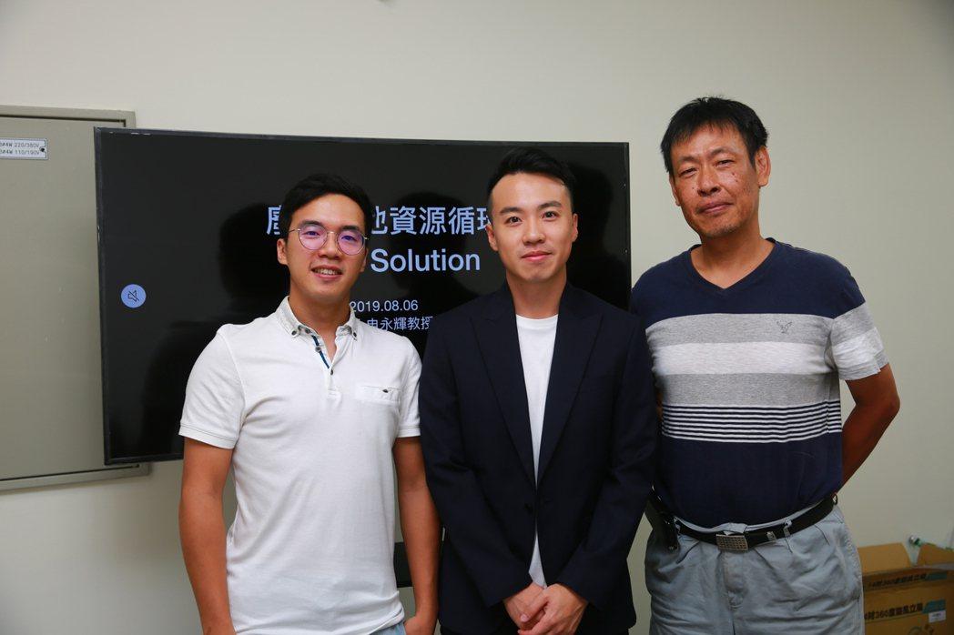 成功大學資源工程學系申永輝教授(右)與研究團隊一同合影。 張傑/攝影