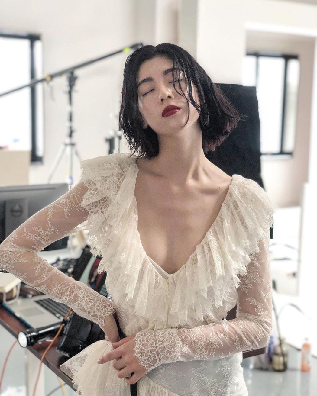 三吉彩花是演員、模特兒。 圖/擷自三吉彩花IG