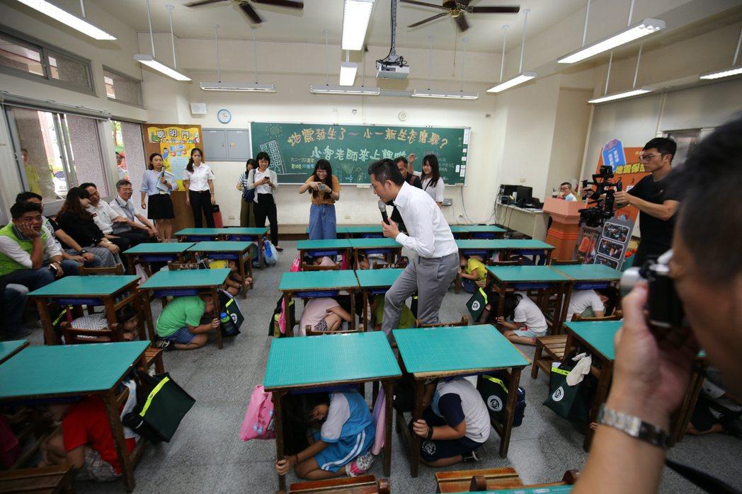 圖為新竹大庄國小演練地震緊急避難。 圖/聯合報系資料照