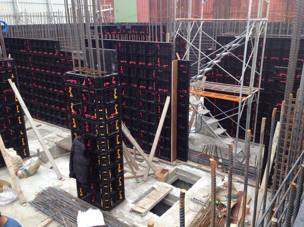 創新建築4.0系統模板工法-精準免泥作、免打石,減重更安全。 戴雲發/提供