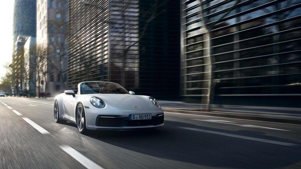 Porsche 911 Carrera Cabriolet。 圖/Porsche...
