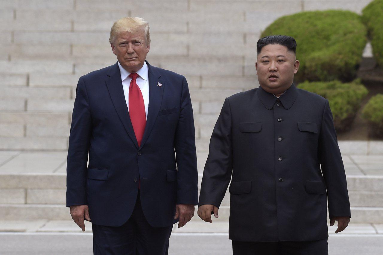 美國總統川普(左)、北韓領導人金正恩(右)。美聯社