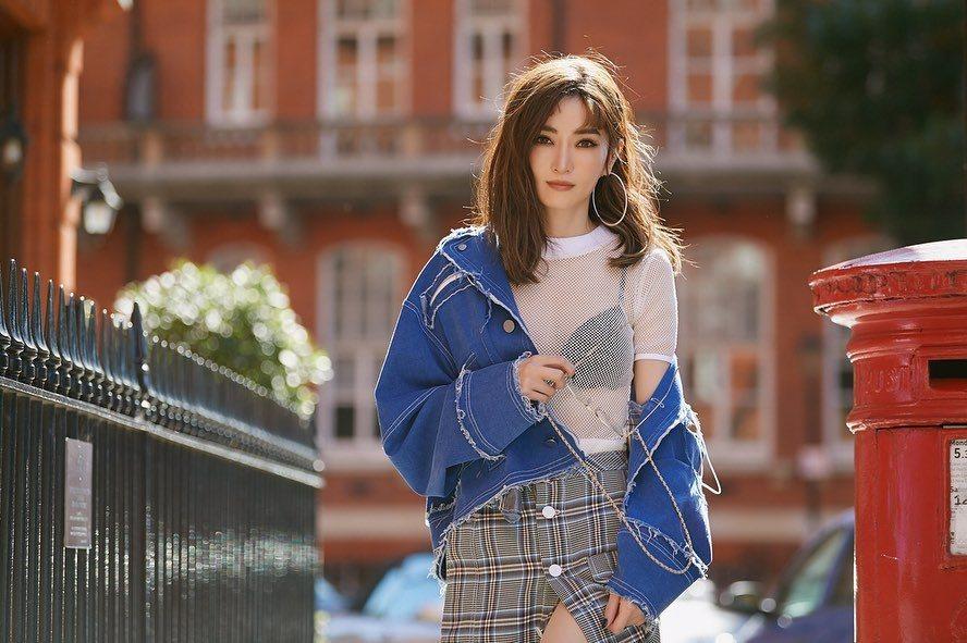 謝金燕曬出最新戰袍,贏得網友一片激賞。圖/摘自IG