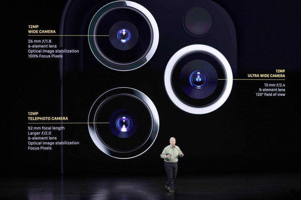 iPhone 11 Pro Max標榜配有四鏡頭(前一後三),其中機背的三鏡頭系...