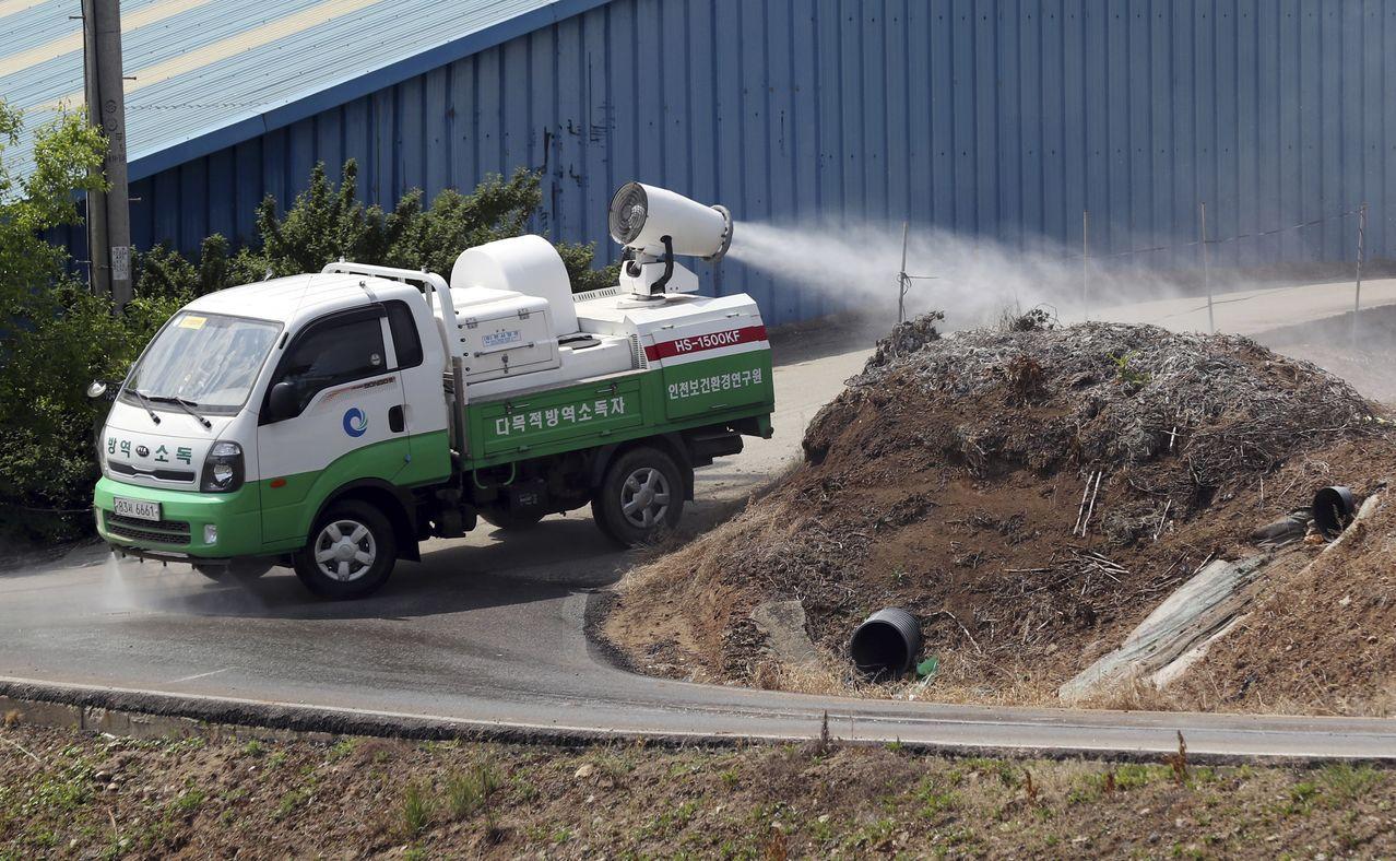今年5月,北韓傳報首例非洲豬流感後,南韓當局加強防疫工作。美聯社