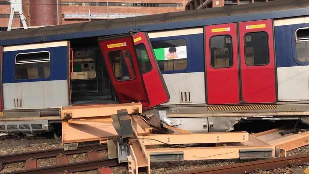 港鐵紅磡站17日上午8時許傳出列車出軌事故。(取自《香港01》)