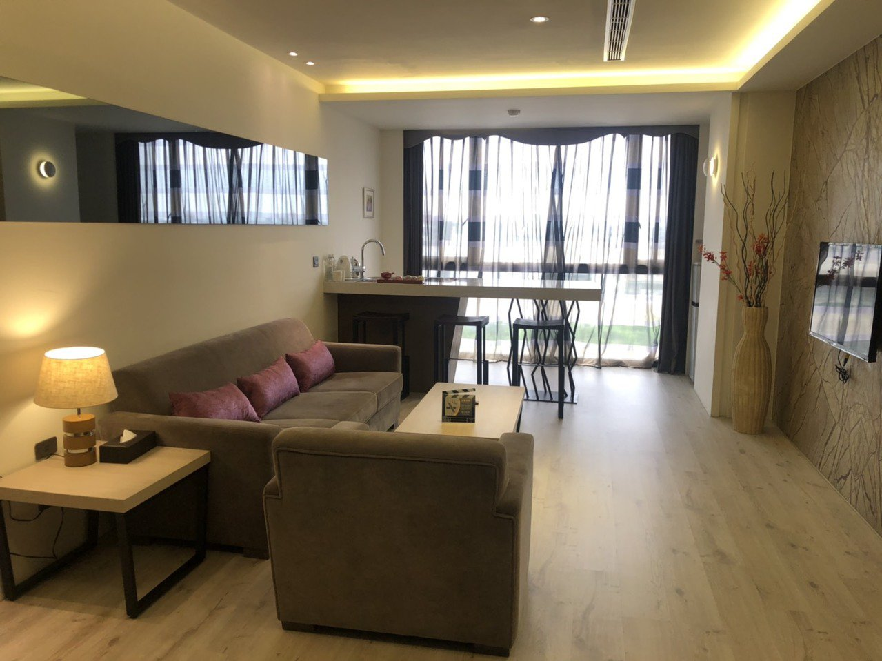 樂億皇家酒店房間寬敞明亮,商務客來住宿,不僅可辦公也能徹底放鬆。記者李承穎/攝影