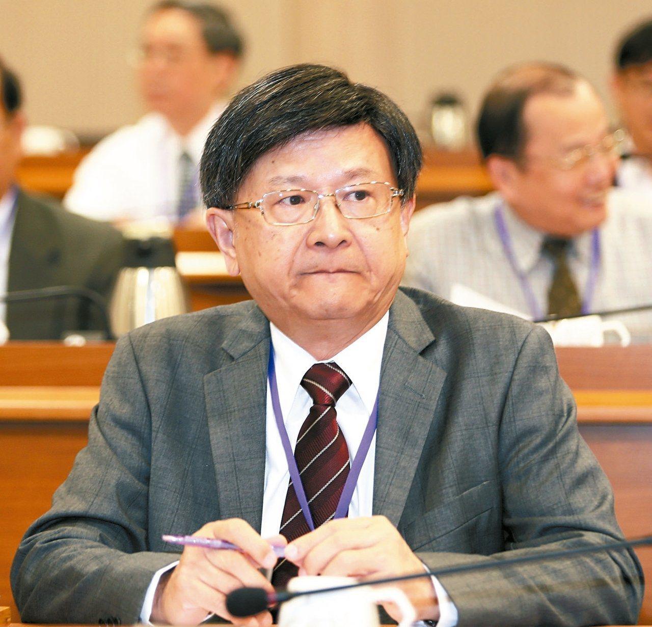 公務員懲戒委員會前委員長石木欽被查出擔任最高法院庭長、台灣高等法院院長期間,有違...