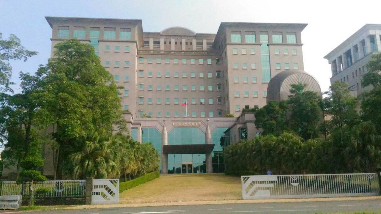 台南地檢署偵查假借投資百貨公司禮劵吸金案,起訴謝女等7人。圖/本報資料照片