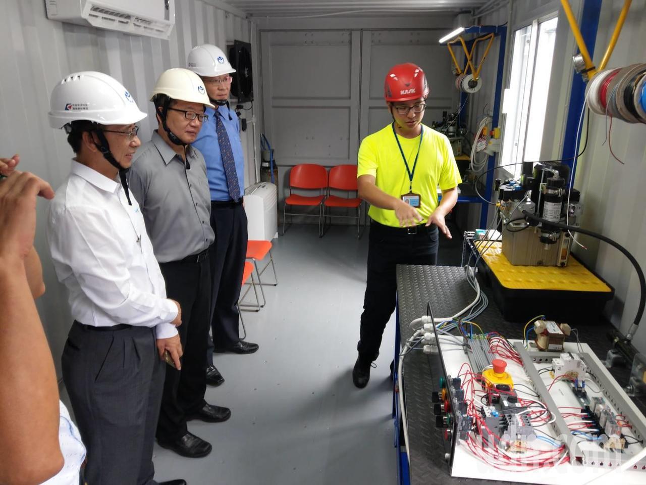 位於金屬中心的移動式訓練基地為暫時性訓練場址,位於興達港的海洋科技工程人才培訓及...