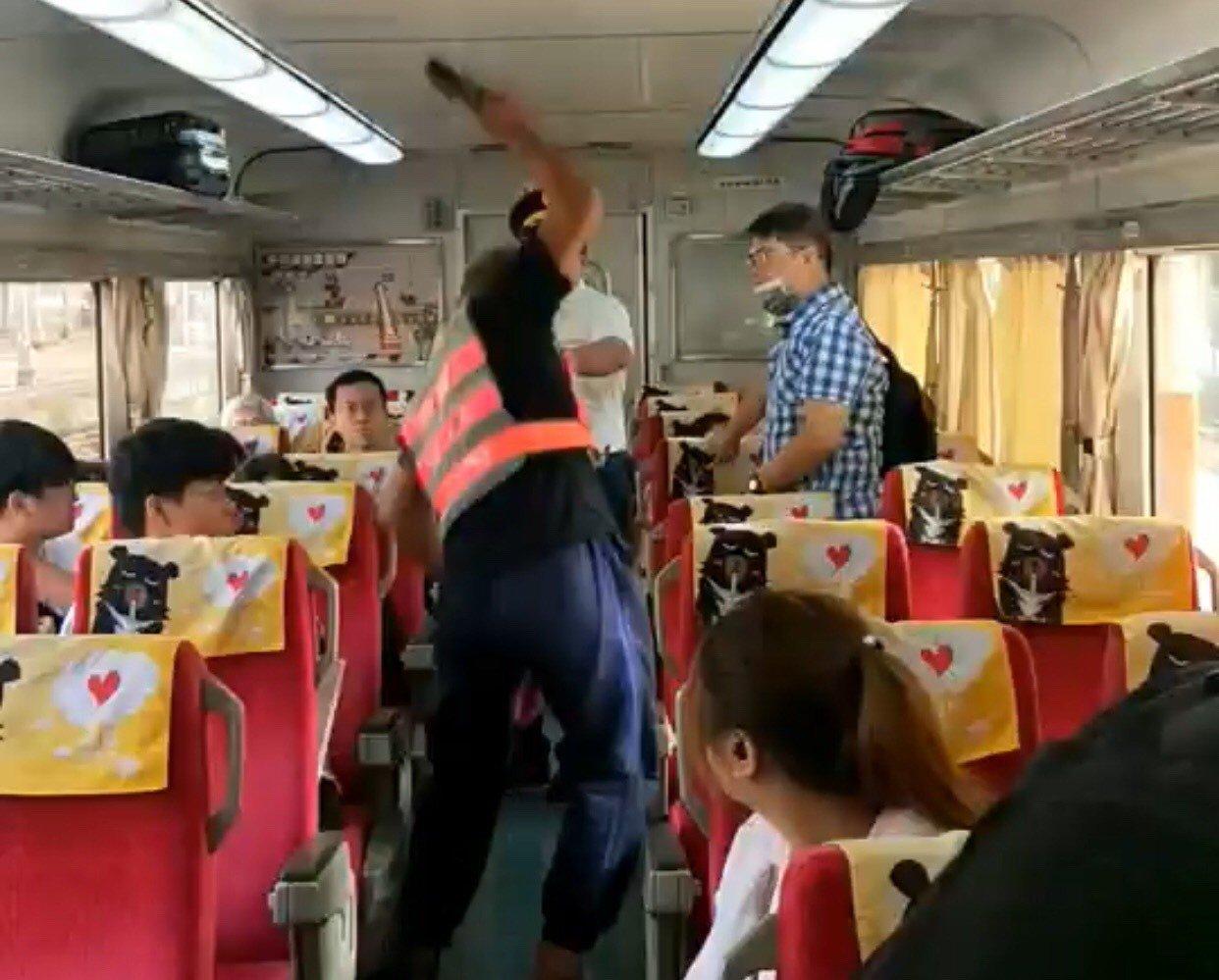 今天清晨從台中開往台東的自強號371車次,上午8點出頭行經嘉義站時,一名自稱跑錯...