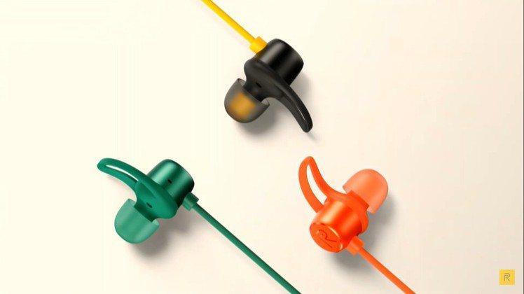 realme這次也同步發表了頸掛藍牙耳機,共有黑黃配色、綠色以及橘色三款年輕設計...
